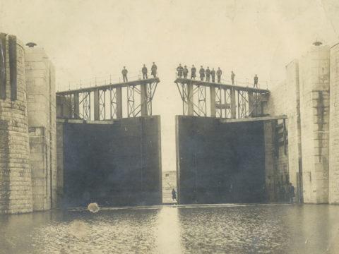 完成当時の閘門