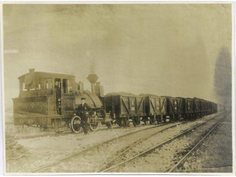 明治25年頃 3号汽車運炭列車(車の横に立てるは「ジョーデアールウイン」)