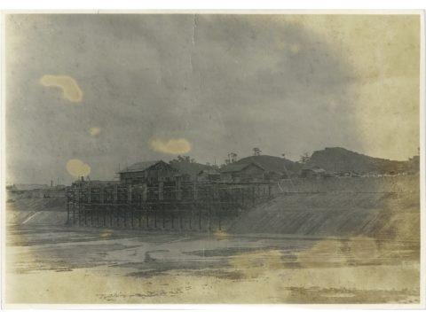 明治41年頃 工事中の荷揚桟橋