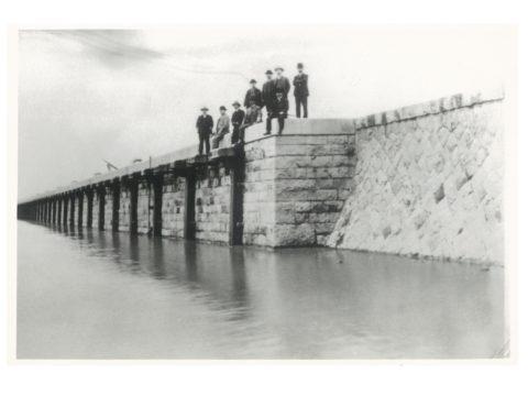 明治41年3月14日 入水式当日(繋船壁南端)