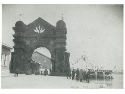 三池開港式場の正門