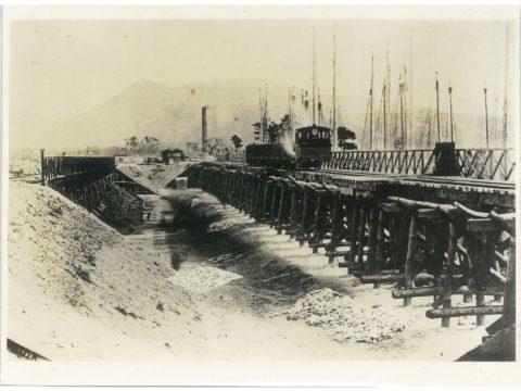 明治31年頃の横須濱船積及貯炭桟橋