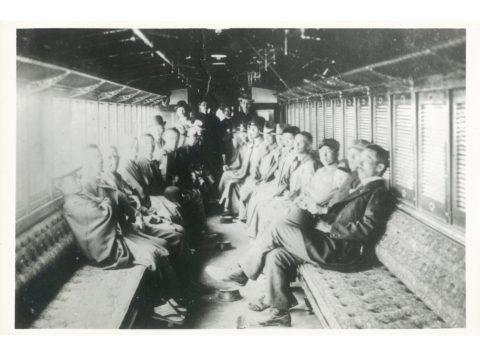 明治42年4月15日 開港式案内の二等ボギー車