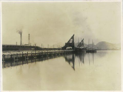 明治42年 開港式前の繁船壁